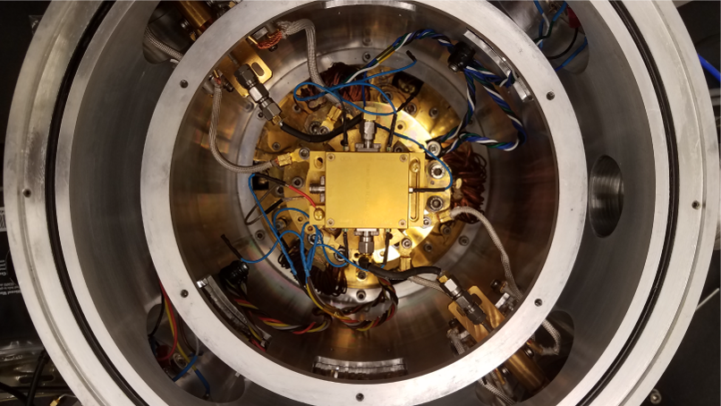 Cryogenic impedance generator installed in a cryostat
